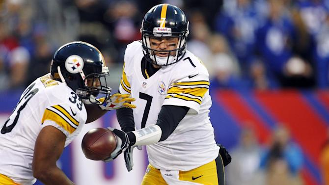 Pittsburgh Steelers quarterback Ben Roethlisberger (7) hands the ball off to Isaac Redman (33) during the first half of an NFL football game against the New York Giants, Sunday, Nov. 4, 2012, in East Rutherford, N.J. (AP Photo/Julio Cortez)