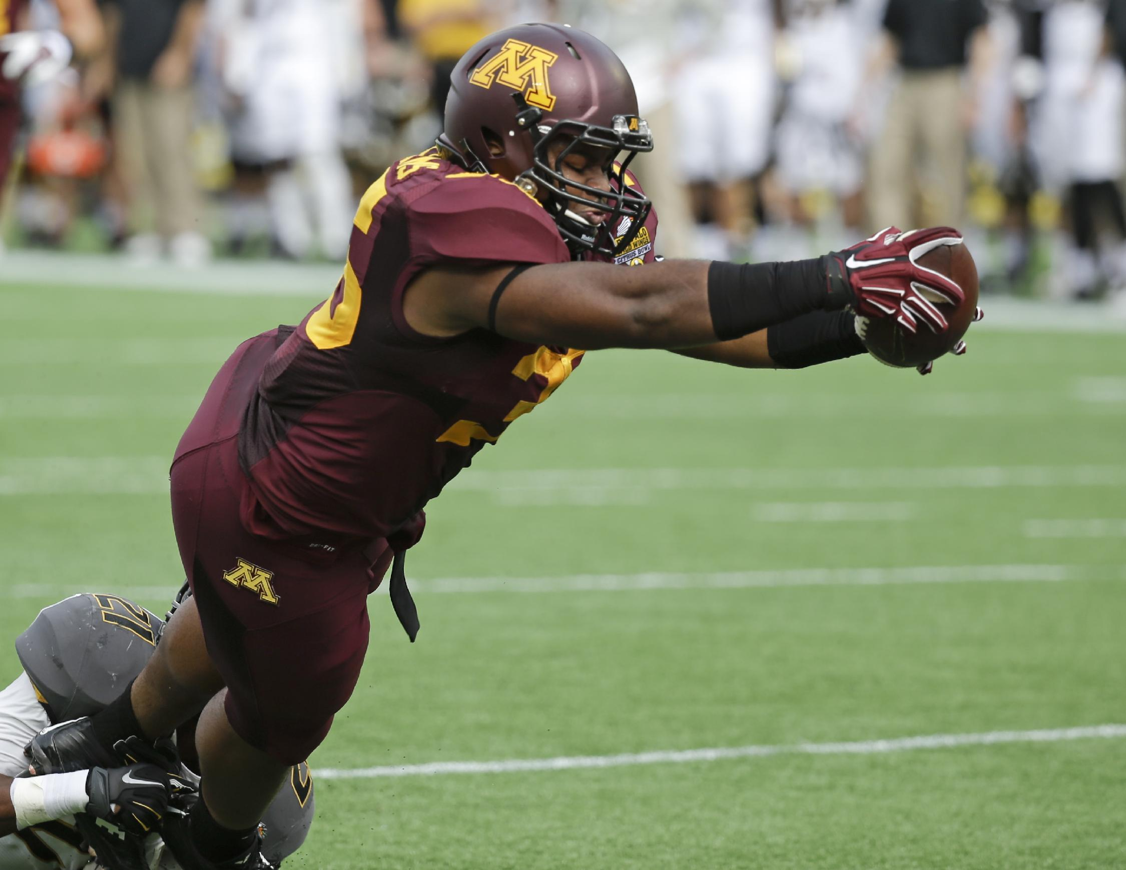 Minnesota RB Rodrick Williams Jr. takes his lizard for walks