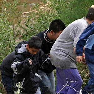 Border Surge Complicates GOP Pitch to Hispanics