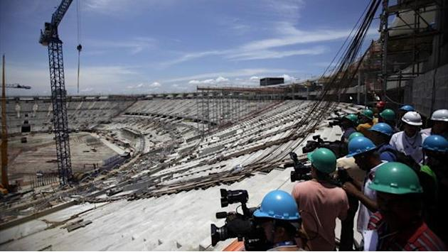 World Cup - FIFA frets over Maracana stadium