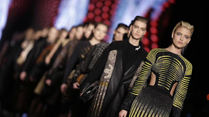 Models wear creations for Etro women's Fall-Winter 2013-14 collection, part of the Milan Fashion Week, unveiled in Milan, Italy, Friday, Feb. 22, 2013. (AP Photo/Luca Bruno)