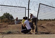 Civilians try to enter Turkey illegally at the Bab Al-Salam border crossing September 9, 2013. REUTERS/Molhem Barakat