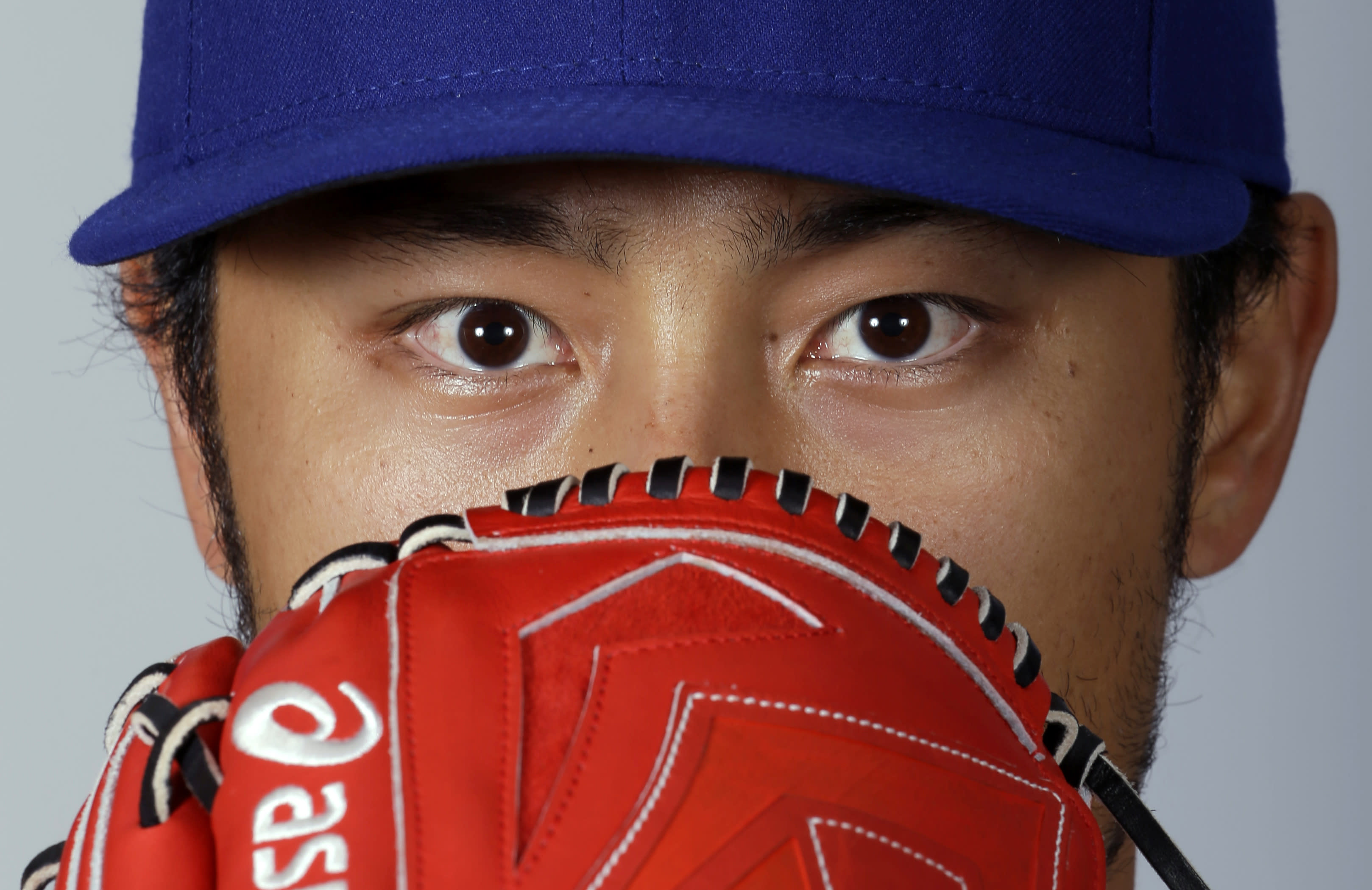 LEADING OFF: Lee, Darvish take the mound for spring debuts
