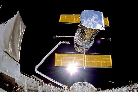 Holding Hubble History: Artifacts Preserve Space Telescope's 25-Year Legacy