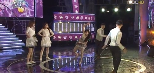IU almost slips on the stage during her performance