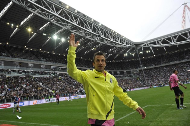 Juventus' Del Piero greets supporters after being replaced during the Serie A soccer match against Atalanta at the Juventus stadium in Turin