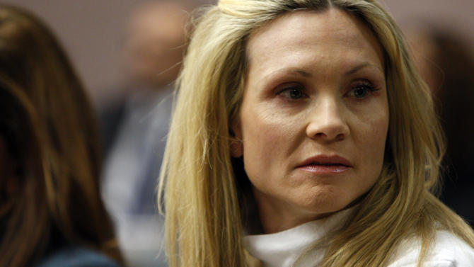 "Former ""Melrose Place"" actress Amy Locane-Bovenizer, 40, of Hopewell Township, N.J., looks to her husband and mother as the jury in her trial returns a verdict on Tuesday, Nov. 27, 2012 in Somerville, N.J.   The jurors convicted Locane-Bovenizer of vehicular homicide, but acquitted her of a more serious charge, aggravated manslaughter, in the 2010 accident that killed a 60-year-old woman. Somerset County prosecutors said Locane-Bovenizer's blood-alcohol level was nearly three times the legal limit when the crash occurred on a dark two-lane road in Montgomery Township. The defence conceded she was driving under the influence. But her lawyer claimed a woman was chasing her after an earlier accident, forcing her to speed.  (AP Photo/The Star-Ledger, Robert Sciarrino, Pool)"
