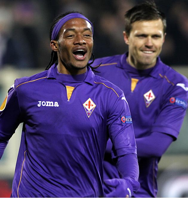 Fiorentina's Juan Cuadrado celebrates after scoring against Dnipro Dnipropetrovsk during their Europa League Group E soccer match at the Artemio Franchi stadium in Florence, Italy, Thursday, Dec.