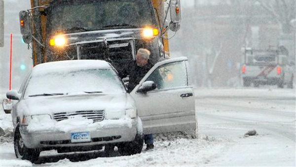 Storm drops 2 feet of snow on New England