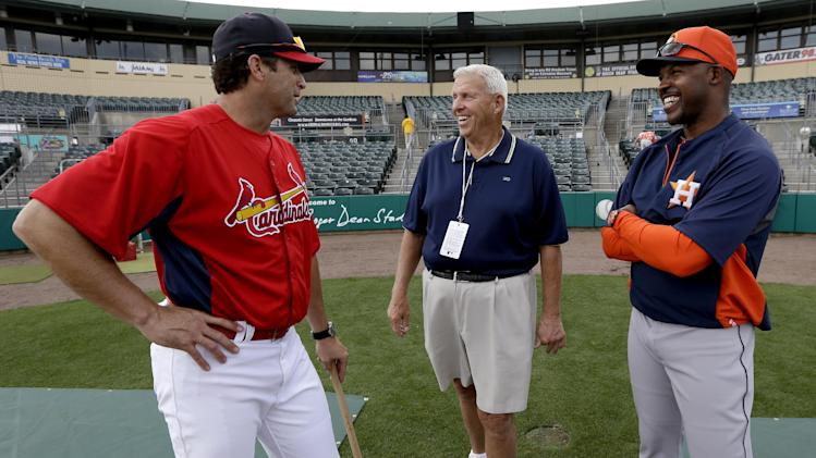 Former NFL football coach Bill Parcells, center, talks to St. Louis Cardinals manager Mike Matheny, left, and Houston Astros manager Bo Porter before an exhibition spring training baseball game in Jupiter, Fla., Monday, Feb. 25, 2013. (AP Photo/Julio Cortez)