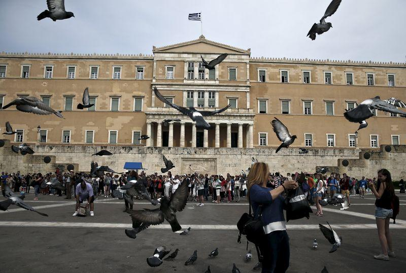 Greece cites progress in talks with EU/IMF lenders, aims for May deal