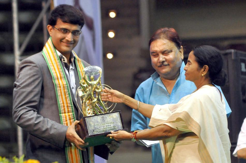 West Bengal Chief minister Mamata Banerjee felicitated former Indian cricket captain Sourav Ganguly during Life Time Achievement award 2013, in Kolkata on 28 Sept. 2013. (Photo: IANS)