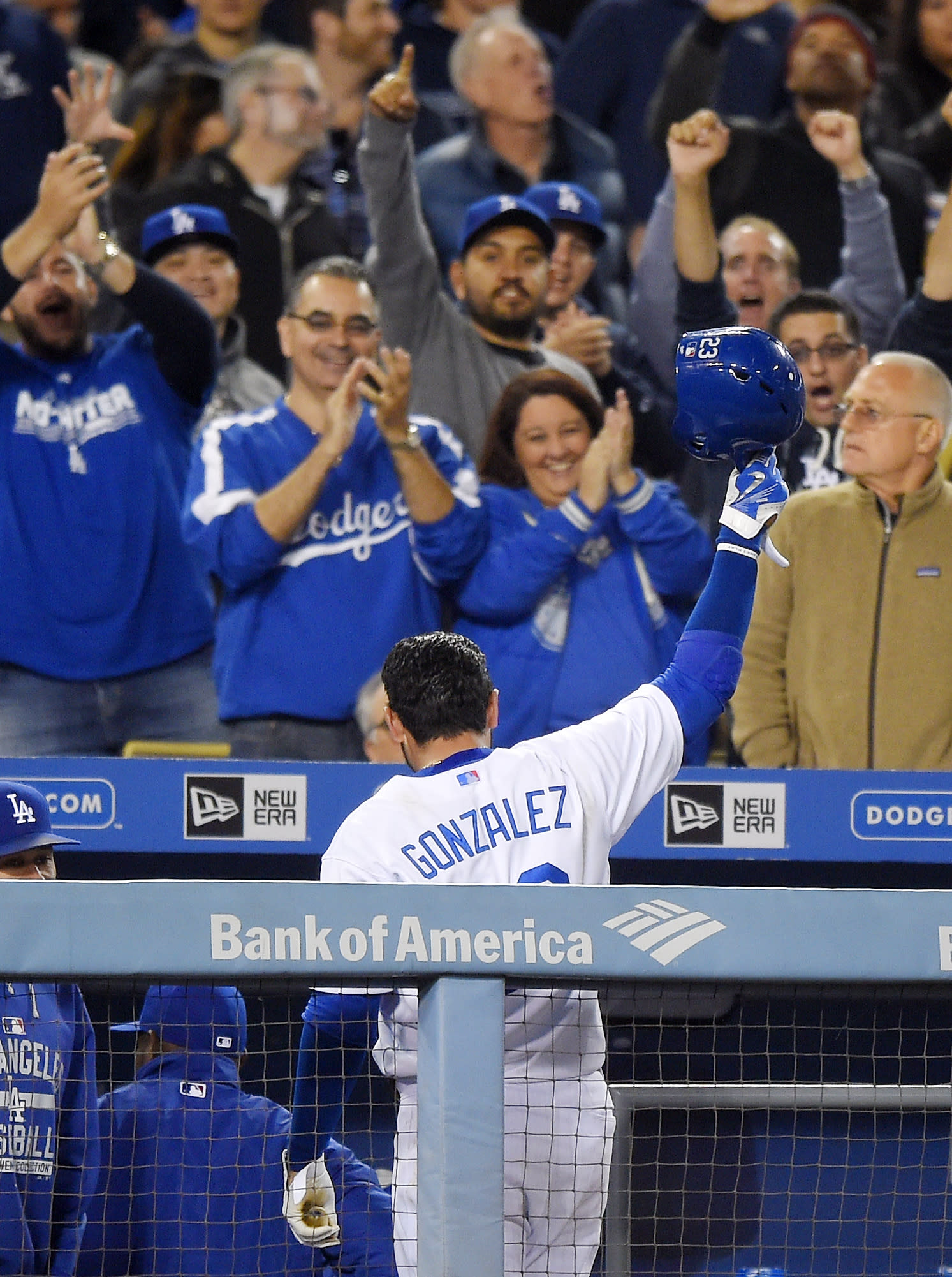Kershaw, Dodgers breeze to 8-0 win over Braves