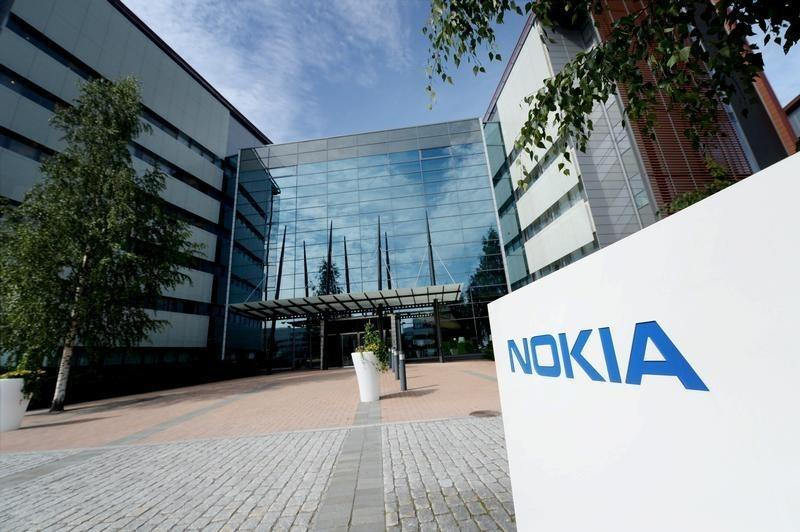 Nokia posts strong network result, warns over China slowdown