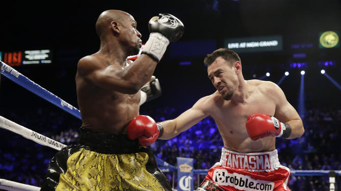 Floyd Mayweather Jr., left, and Robert Guerrero exchange punches in the first round during a WBC welterweight title fight, Saturday, May 4, 2013, in Las Vegas.  (AP Photo/Isaac Brekken)