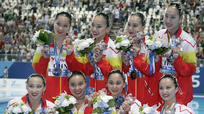 The silver medal team of China poses after the medal ceremony for the synchronised swimming team free final at the Swimming World Championships in Kazan, Russia, Friday, July 31, 2015. (AP Photo/Michael Sohn)