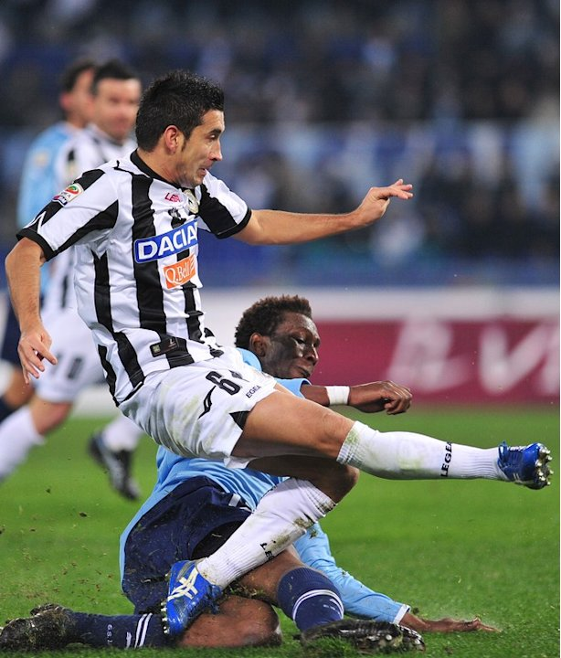 Udinese's Midfielder Giampiero Pinzi (front) Scores AFP/Getty Images