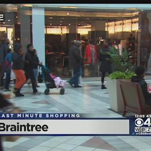 Last-Minute Shoppers Hunt For Deals