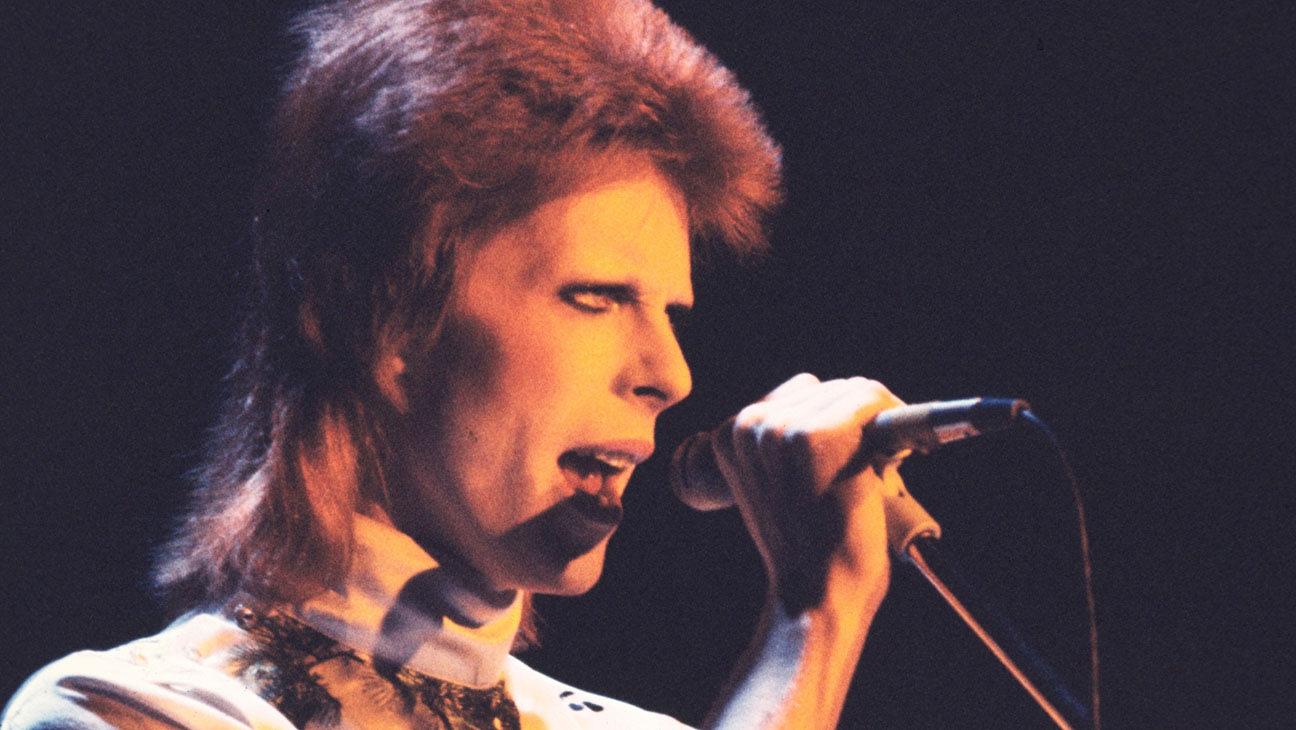 R.I.P. David Bowie  David_bowie_performing