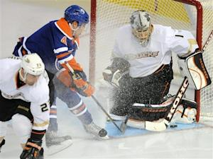 Hiller gets 2nd shutout as Ducks beat Oilers 5-0