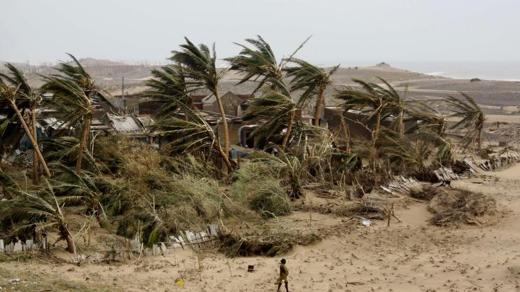 Sailors rescued after Indian cyclone
