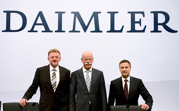Dieter Zetsche, center, CEO of the motor company Daimler AG, poses together with Andreas Renschler, left, head of utility vehicle and Bodo Uebber, right, chief financial officer at the balance press c