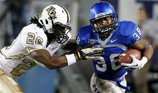Murray leads Central Florida past Memphis 35-17
