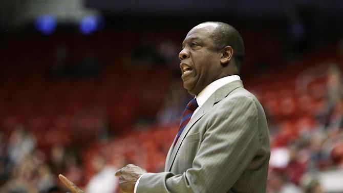 Washington State head coach Ernie Kent talks to his team during the first half of an NCAA college basketball game against San Jose State in Pullman, Wash., Sunday, Dec. 21, 2014. (AP Photo/Young Kwak)
