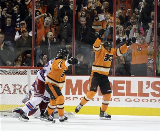 Callahan's hat trick leads Rangers over Flyers