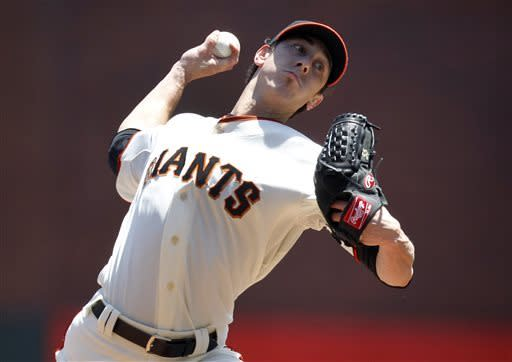 Giants hit 3 HRs to back Lincecum, beat Braves 5-1