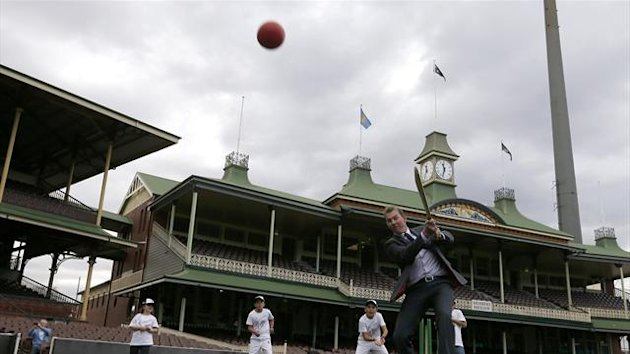 Brett Lee bats a ball as he plays cricket with some children during a promotional event for the ICC Cricket World Cup 2015 at the Sydney Cricket ground July 30, 2013 (Reuters)