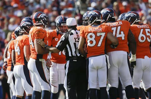 Manning leads Broncos to 37-6 rout of Raiders
