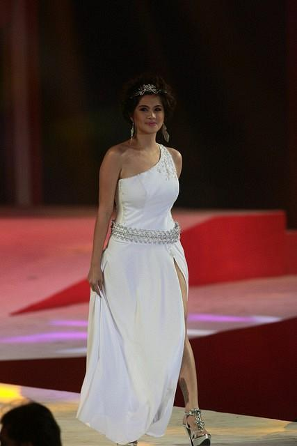 Diana Zubiri, FHM Philippines' Sexiest Woman in 2003, was only the model to walk the runway in a gown during the FHM Philippines Victory Party.