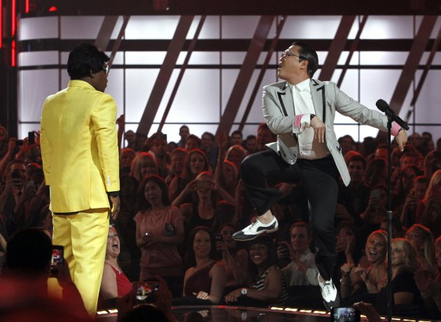 Show host Morgan and South Korean rapper Psy perform during the Billboard Music Awards at the MGM Grand Garden Arena in Las Vegas