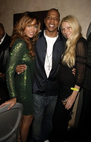 http://media.zenfs.com/en/blogs/ymusic-thats-really-week/gwynethbeyoncejay.getty_.Dave-M.-Benett.9.27.06.jpg