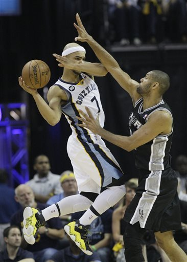 San Antonio Spurs' Tim Duncan, of U.S. Virgin Islands,, right, defends against Memphis Grizzlies' Jerryd Bayless (7) during overtime in Game 3 of the Western Conference finals NBA basketball playoff s