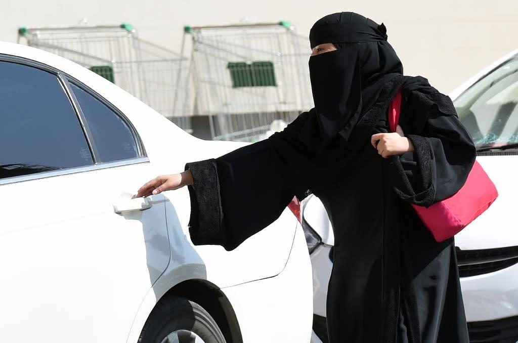 End ban on women driving, UN expert tells Saudi