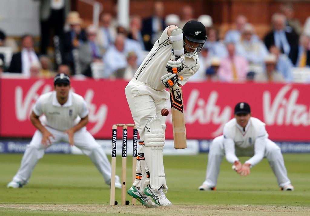 Williamson frustrates England in first Test