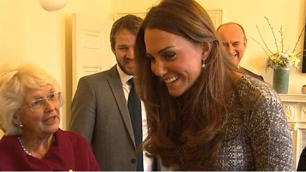 Pregnant Kate visits women …