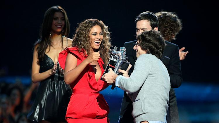 "Beyonce accepts the awards for ""Best Video of the Year"" from Andy Samberg and Jimmy Fallon the 2009 MTV Video Music Awards at Radio City Music Hall on September 13, 2009 in New York City."