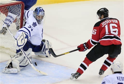 Reimer makes 43 saves, Leafs win in shootout