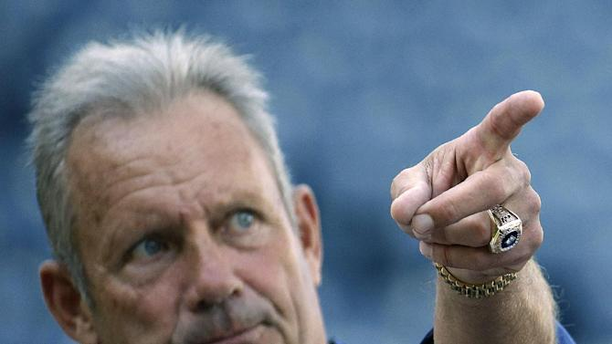 Kansas City Royals hall of famer George Brett talks to manager Ned Yost (3) during baseball practice Monday, Oct. 20, 2014, in Kansas City, Mo. The Royals will host the San Francisco Giants in Game 1 of the World Series on Oct. 21. (AP Photo/Charlie Riedel)