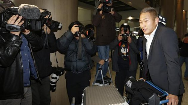 Jong Tae-se, striker of North Korea's national team, arrives at Incheon International Airport (Reuters)