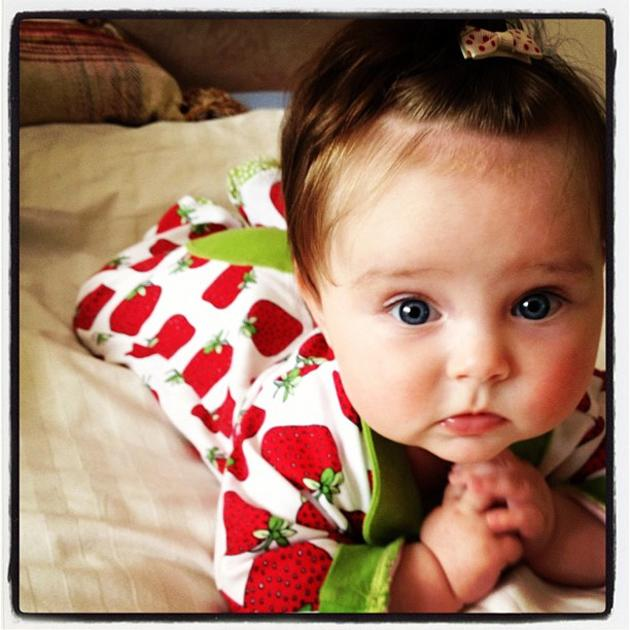Celebrity photos: Una Healy from The Saturdays tweeted this adorable picture of her little daughter, Aoife Belle. The cutie was all dressed up in a summery outfit teamed with a very cute bow hair clip