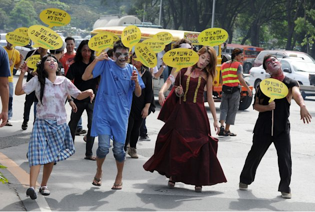 Activists dressed as zombies protested against the Department of Environment and Natural Resources (DENR) inaction on industrial water pollution. Greenpeace  is urging the DENR to establish a &amp;quot;Ri
