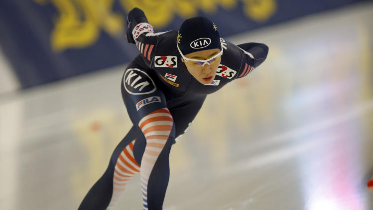 Lee Sang-hwa from South Korea competes during the Women's 1,000 meters race of the speed skating World Cup, in Berlin, Germany, Sunday, Dec. 8, 2013. (AP Photo/Michael Sohn)