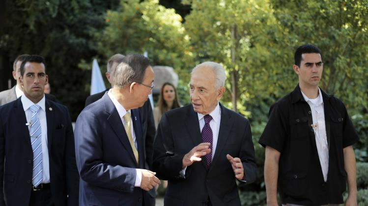 Israel's President Shimon Peres walks with U.N. Secretary General Ban Ki-moon in Jerusalem