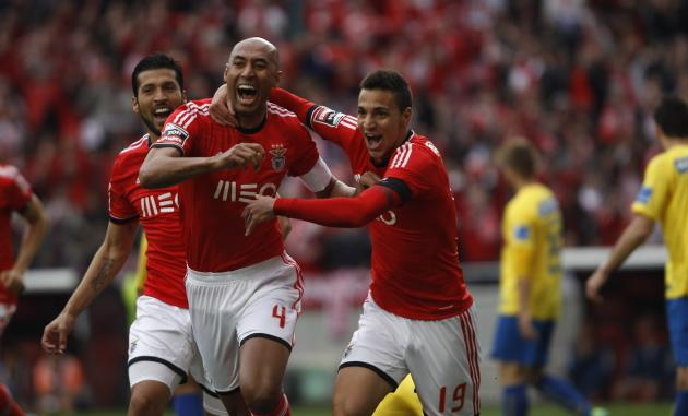 Benfica's Silva celebrate his goal against Estoril with teammates during their Portuguese premier league soccer match in Lisbon