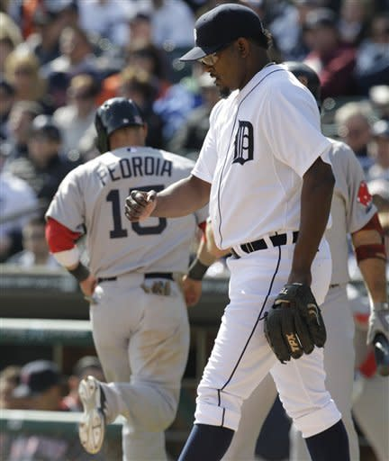 Tigers overcome Valverde slip, beat Red Sox 3-2