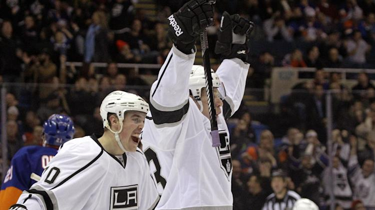 Kings score 3 in 3rd to stun Islanders 3-2
